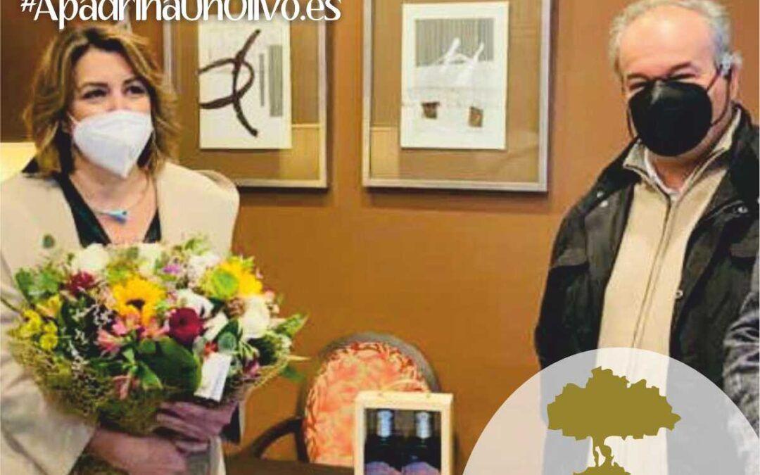 Susana Día recogió el aceite de su Olivo Apadrinado
